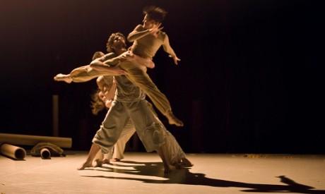 Pavel mašek a Andrea opavská v inscenaci Jezdci. FOTO VIKTOR KRONBAUER