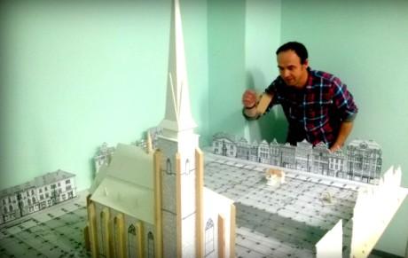 Petr Forman a model plzeňského náměstí Republiky. FOTO archiv