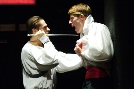 Do kabiny vstoupil Hamlet se svým biologickým otcem. FOTO VÁCLAV MACH