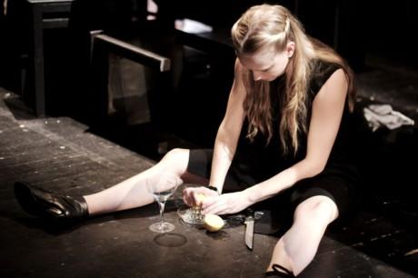 V roli Tchýně absolvovala výtečně hubatá, múzická, herecky výrazná Táňa Malíková, která si s režijní koncepcí Juraje Augustína porozuměla nejvíce. FOTO VÁCLAV MACH