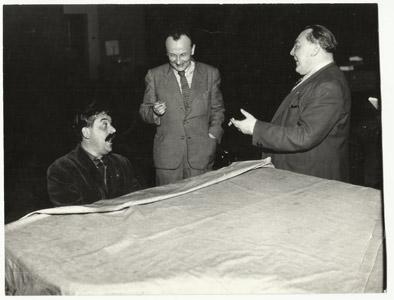 E. F. Burian, Jan Taufer a Vítězslav Nezval ve studiu Supraphonu, 1946. FOTO archiv