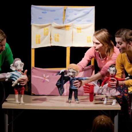 poutavá komedie v provedení dámského trojlístku Johana Vaňousová, Diana Čičmanová a Zuzana Vítková. FOTO archiv DAMÚZA