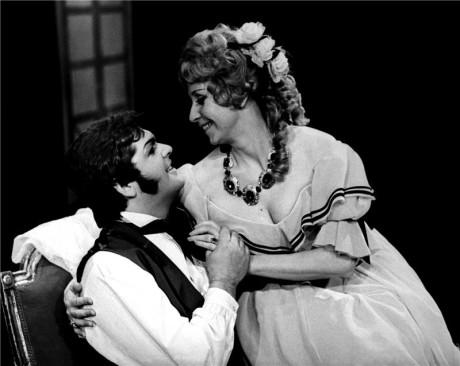 S Peterm Dvorským (Alfred Germont) jako Violetta Valéry ve Verdiho Traviatě (r. Petr Weigl, prem. 13. 1. 1979 ND Praha) FOTO JAROMÍR SVOBODA