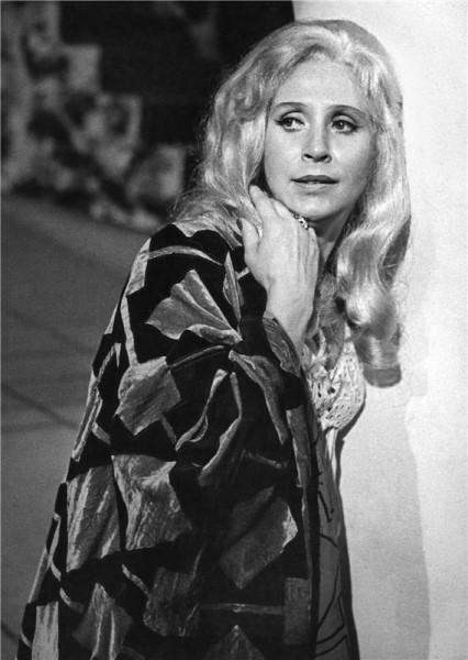 Gilda ve Verdiho Rigolettu (r. Ladislav Štros, prem. 4. 10. 1973, ND Praha) FOTO JAROMÍR SVOBODA