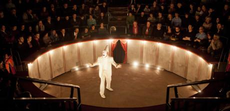 Na malé manéži (diváci sedí v celém okruhu 360°), jejíž dno je zhruba dva metry pod úrovní hlediště... FOTO archiv