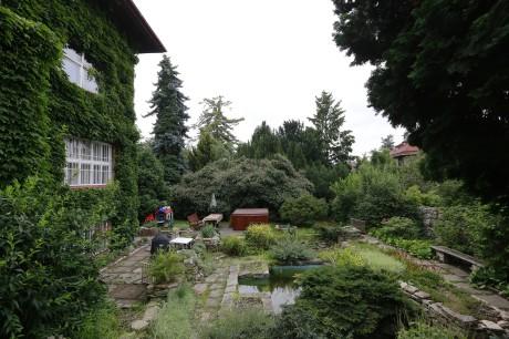 Zahrada uhýbala doleva. Její plocha byla porostlá keři a vzrostlými stromy. FOTO archiv
