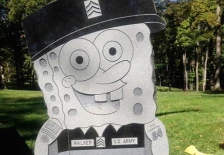 Náhrobek Kimberly Walkerové v podobě oblíbené kreslené postavičky Spongebob v kalhotách na hřbitově v americkém městě Cincinnati. FOTO archiv