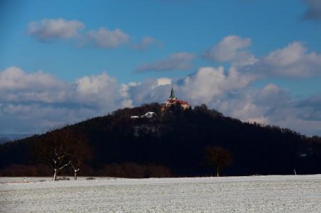 Pro skvělou polohu na špičce hory byl často hrad prodáván a ctěn. FOTO archiv