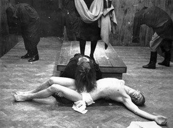 "Být stoprocentním ""svatým hercem"" je dle mého názoru idealistická představa (Teatr Laboratorium: Apocalypsis cum figuris, 1968). FOTO archiv"