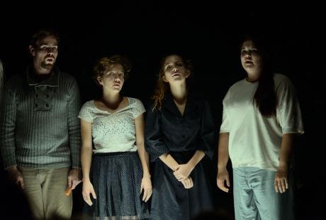 Tři herečky a dva herci zastupují v Oblovce principy jin a jang FOTO Karolina Chasáková