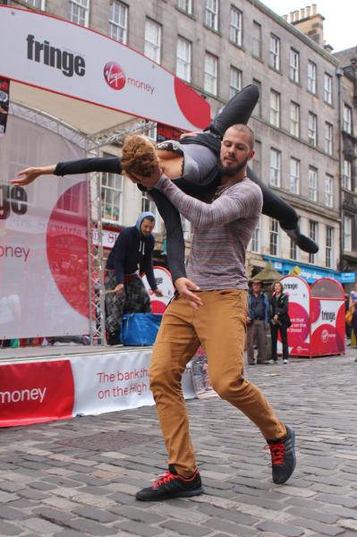 Tanečníci Lenky Vágnerové & Company prezentovali svou produkci v ulicicích Edinburghu. FOTO archiv Česká centra