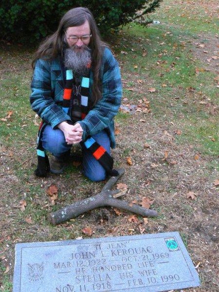 U hrobu Jacka Kerouaca. FOTO archiv