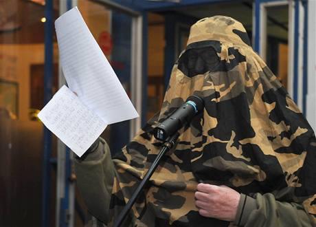 Představuje se vám Romská islámská iniciativa... Performance na České ulici v Brně 3. 12.  2009. FOTO OTTO BALLON MIERNY