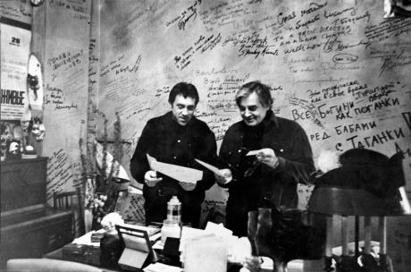 S Vladimírem vysockým ve své kanceláři Na tagance, pol. 70. let. FOTO archiv