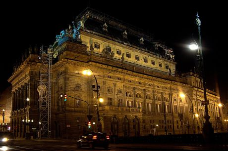 Historická budova Národního divadla v Praze. FOTO ADAM ZIVNER