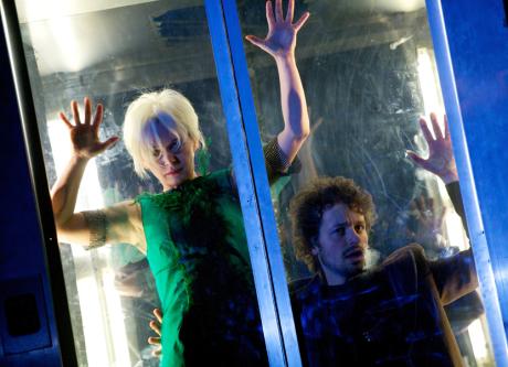 Výstup Peera se Zelenou princeznou je erotickým dobrodružstvím v proskleném výtahu dobře prosperující firmy. FOTO archiv divadla