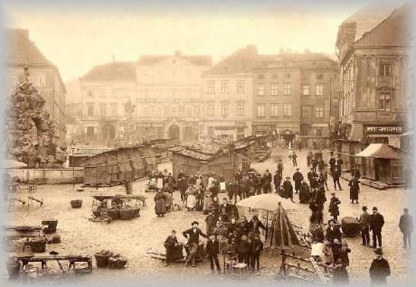 Ploužil jsem se rozkopaným Zelným rynkem... FOTO z r. 1906 archiv