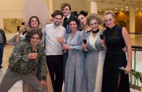 Po představení byla ve velkém foyeru párty. FOTO archiv MD Zlín