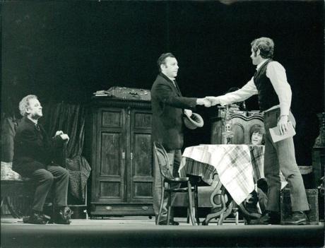 Chroust, 1972, Státní divadlo Brno Oldřich Celerýn (Krchňák), Jaroslav Dufek (Baran), Jan Němeček (Johaník) v Chroustovi Jiřího Mahena (r. Evald Schorm, prem. 10. 11. 1972, Státní /dnes Národní/ divadlo - Reduta, Brno) FOTO RAFAEL SEDLÁČEK