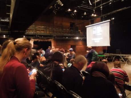 Velký sál byl stále plný. Mladí diváci se střídali, mnozí setrvávali, setrvával jsem také. FOTO archiv DHnP