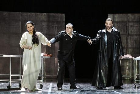 Christina Vasileva (Marguerite), Daniel Magdal (Faust) a Štefan Kocán (Mefistofeles) FOTO HANA SMEJKALOVÁ