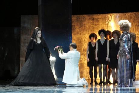 Eva Urbanová (Elena), Daniel Magdal (Faust) a Sylva Čmugrová (Pantalis)  FOTO HANA SMEJKALOVÁ