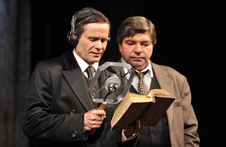 Martin Mejzlík (vévoda z Yorku) a Jiří Kalužný (Lionel Logue) v Králově řeči režiséra Petra Novotného (prem. 26. 4. 2014). FOTO JOSEF VOSTÁREK