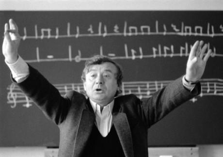 Pavel Jurkovič vyučuje na základní škole s rozšířenou výukou hudební výchovy v Praze 7 - záběr z hodiny hudební výchovy ve třídě 2.A. Snímek byl pořízen 17. března 1989.FOTO PETR MATIČKA