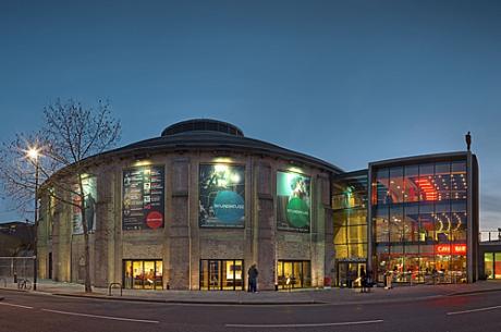 Londýnské Camden's Roundhouse, jež je od roku 2010 domovskou scénou RSC v Londýně. FOTO archiv