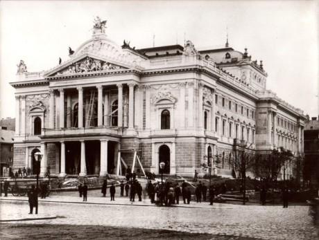 Budova bývalého německého Městského divadla, Divadla Na hradbách, později Janáčkova, nyní Mahenova divadla. FOTO archiv NDB