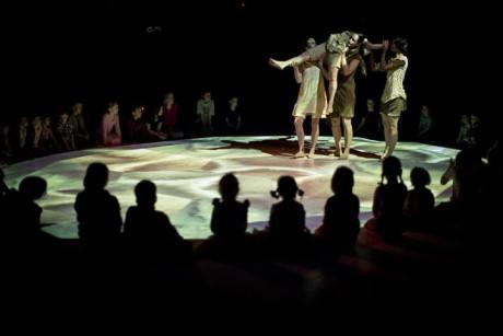Karneval zvířat aneb Ponořte se do světa zvířecí fantazie! Interaktivní taneční představení pro děti a mládež vzniklo na motivy stejnojmenné hudební suity francouzského skladatele Camille Saint-Saënse. FOTO archiv Divadlo Ponec