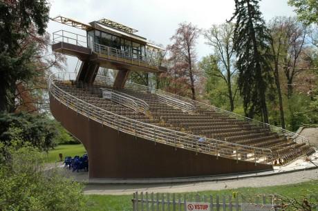 Český Krumlov - otáčivé hlediště v zámeckém parku. FOTO archiv