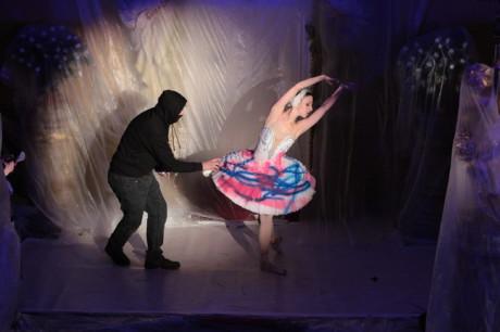 Ve foyer Mahonova divadla se mimo to uskutečnil happening, ve kterém se představily originální choreografie vytvořené tanečníky souboru Baletu NdB připravené speciálně pro tuto příležitost. FOTO archiv NDB