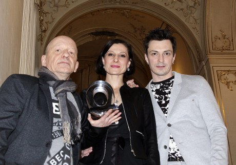Libor Vaculík, Tereza Podařilová a Alexandre Katsapov s cenou. FOTO HANA SMEJKALOVÁ