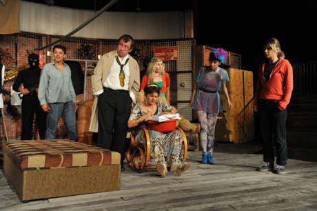 Představení, ve kterém nebylo malých rolí ani malých hereckých výkonů, mělo u diváků velký úspěch. FOTO archiv Divadla Radost