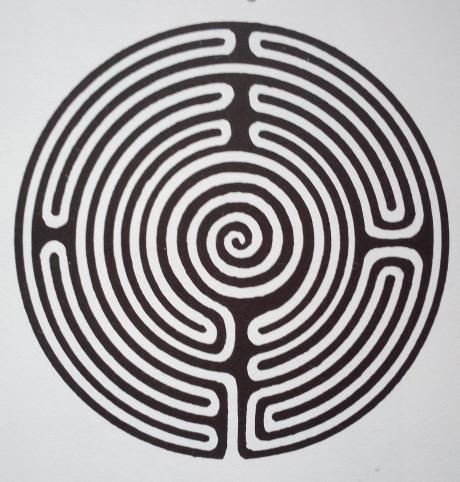 Spírala, je symbolem cyklů času a cesty. Zároveň vyvolává dojem přiblížení k centru, k nejniternějšímu, esenciálnímu nebo posvátnému anebo rozšíření niterného do vnějšího světa. Repro archiv autora
