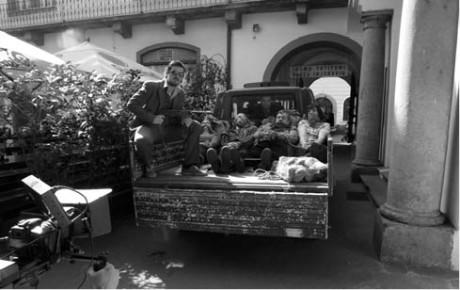 9:26, Praha – modrá dodávka, brambory, Lenka Dombrovská, Vladimír Hulec, Jan Kerbr, Radmila Hrdinová s roubíky a Lukáš Matěj se střelnou zbraní