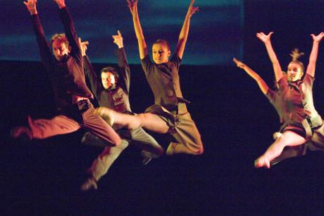 Igor Stravinskij: Pták Ohnivák (režie, choreografie a scéna Attila Egerházi, prem. 19. 3. 2010). FOTO PETR ZIKMUND