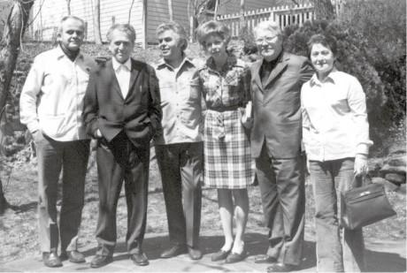 Poslední setkání s Egonem Hostovským 15. dubna 1973, tři týdny před jeho smrtí. Zleva já, Hostovský, Jiří Pelikán a přátelé FOTO archiv AJL