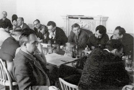 U stolu naproti mně zprava Bořivoj Srba a Ivan Vyskočil FOTO Oldřich Škácha