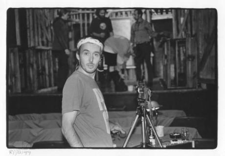 Petr Lébl během zkoušení své poslední inscenace Strýček Váňa, Divadlo Na zábradlí 1999. FOTO BOHDAN HOLOMÍČEK