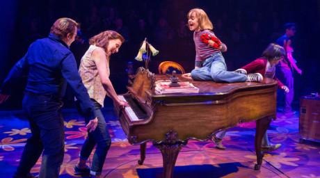 Nejlepším muzikálem uvedeným na amerických divadelních prknech se letos stal muzikál Fun Home. FOTO SARA KRULWICH