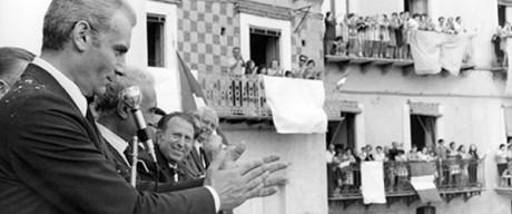 Italské politické filmy představují ve své umělecké vypjatosti i žánrové rozrůzněnosti naprostý fenomén. Politická a společenská témata se v Itálii řeší na poli komedií, spaghetti westernů či akčních filmů (poliziotteschi), specifický žánr italského politického filmu se pak vyznačuje nekompromisním přístupem ke stávajícímu politickému režimu či systému, vypovídá otevřeně o jeho propojení s organizovaným zločinem a usvědčuje ho ze sociálních křivd, ale zároveň nezpochybňuje jeho podstatu. FOTO archiv LFŠ