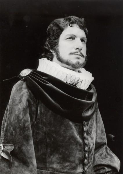 Pavel Červinka jako Rodrigo v opeře Don Carlos (premiéra 7. 6. 1980). FOTO VLADIMÍR DVOŘÁK