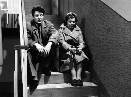 V roce 1959 s Jiřinou Jiráskovou v televizním seriálu Rodina Bláhova. FOTO archiv ČT