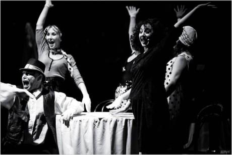 skládanka útržků ze života zpěvačky a jejích slavných písní Edith Piaf - historie lásky. FOTO archiv festivalu