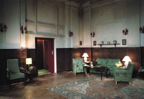 Hotel: Do zlověstně tajemného hotelu v rakouských Alpách nastupuje nová recepční, jejíž předchůdkyně za záhadných okolností zmizela. Citlivá mladá žena se na novém působišti, které je izolované od okolního světa, začne propadat do temnoty... Hororové drama bývá přirovnáváno ke Kubrickovu snímku Osvícení. FOTO archiv LFŠ
