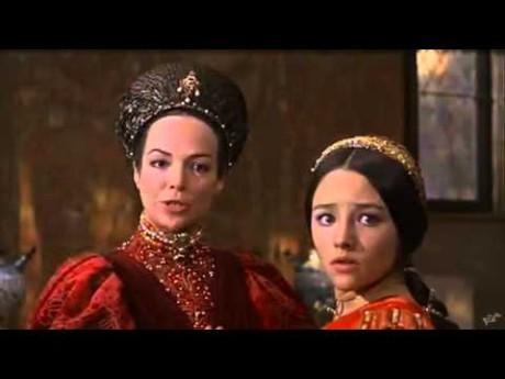 S Olivií Hussey (Julie) jako Lady Kapuletová v Romeovi a Julii Franca Zefirelliho (1969). FOTO archiv
