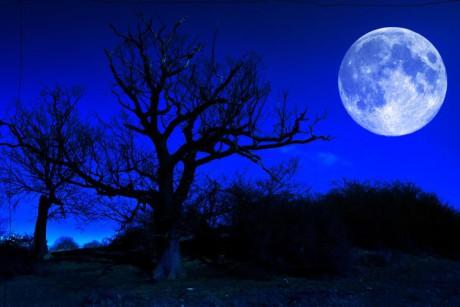 Nad kulatostí Země má dnes v noci zazářit modrý Měsíc. FOTO archiv