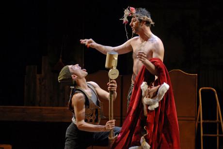 Dva herci zvládli všechny role - Fragmenty z Leara. FOTO archiv